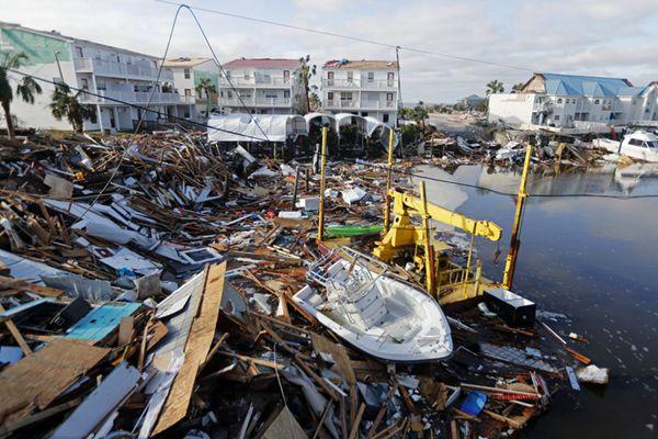 """飓风""""迈克尔""""横扫佛州威力惊人 房屋成废墟恍如末日"""