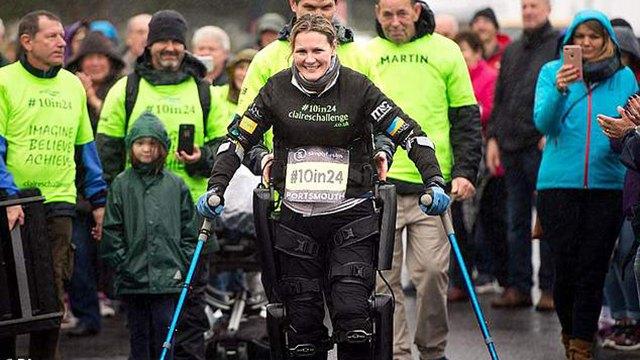 英国女子依靠仿生机器骨架走出14年第一步