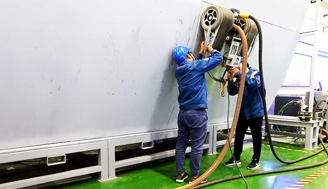 江苏连云港:爬壁机器人助力船舶智能制造