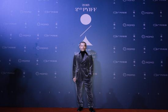 廖凡助力平遥国际影展开幕式为杜琪峰颁奖
