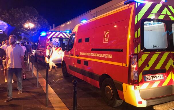 全民网赚是真的吗:法国消防员出警受袭事件频发 引发相关协会愤怒