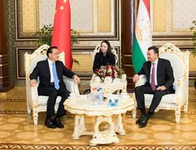 塔吉克斯坦总理到机场迎接李克强