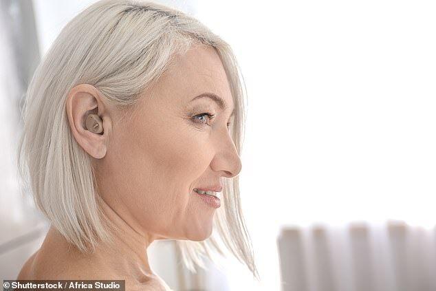 英研究:助听器与白内障手术可预防老年痴呆症
