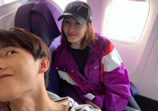 杨洋坐飞机偶遇王丽坤 晒合影比V搞怪