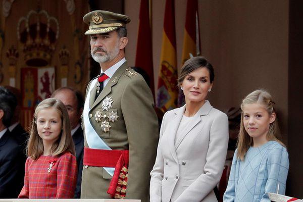 西班牙举行国庆阅兵仪式 高颜值小公主抢镜