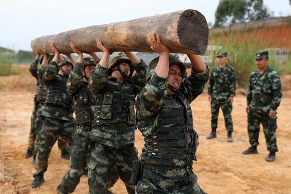 广西:武警特战挑战极限练硬功