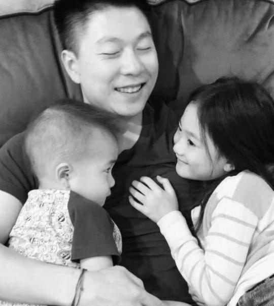 李小鹏抛下女儿奥莉,带2岁儿子单独旅行超兴奋,坦言:等了很久