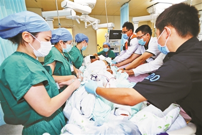天坛医院8天转运51名危重患者