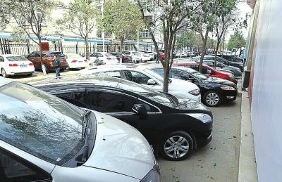 下周起,郑州城管将对违停车辆贴条