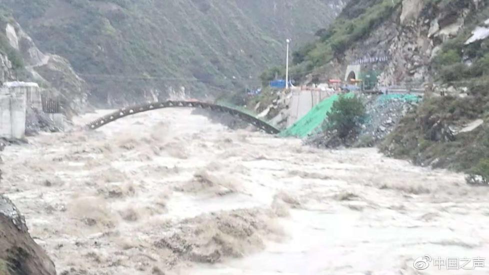 金沙江堰塞体被冲开,堰塞湖水位下降,下游流量持续增涨