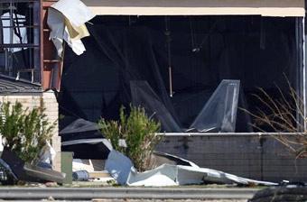 跑路都来不及!美军多架F-22战机在飓风中受损