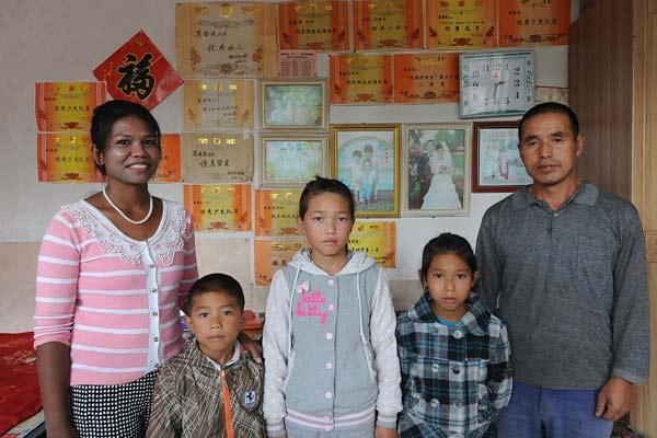山西长治:缅甸女嫁大17岁农村男 农活抢着干
