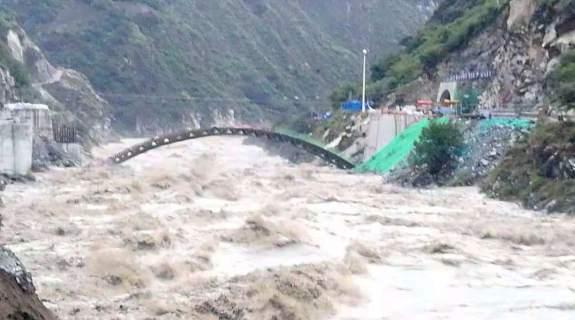 金沙江堰塞湖存在再次滑坡危险 有可能再次阻断江面