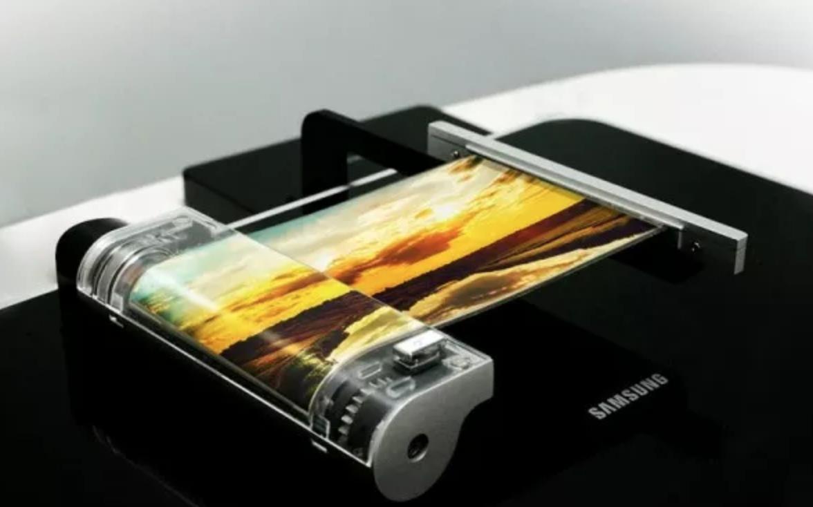 折叠式手机竞争升温 巨头争相曝光产品计划