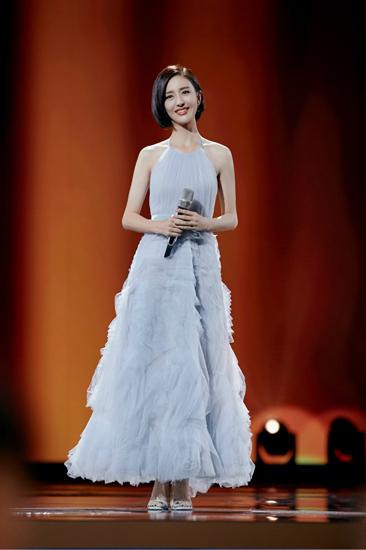 佟丽娅亮相金鹰节闭幕式  传承前辈演员优秀品质