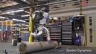 机器人Atlas展示酷跑新技能 网友:里面有人?