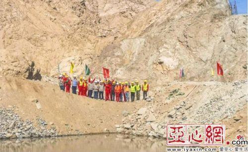新疆若羌县若羌河水库成功截流