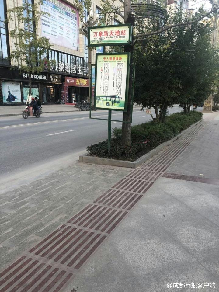 乘客赶车遇假公交站:等近2小时 过了7辆公交都没停