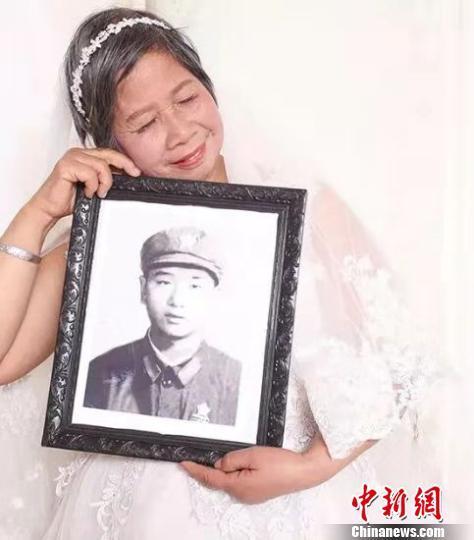"""定格""""不老爱情"""" 浙江新昌4000余对老人圆梦婚纱照"""