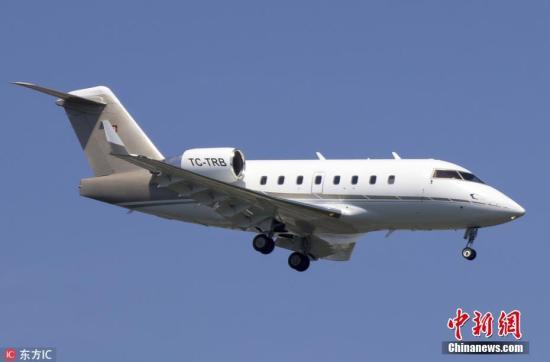 德国一架私人飞机意外开进人群 造成3人死亡8人伤