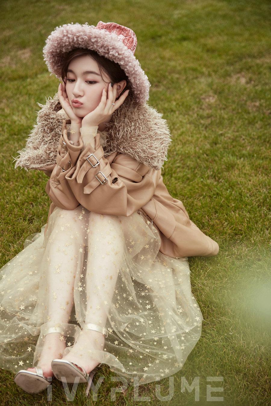李兰迪玩转秋日时尚 梦幻童趣甜笑满分