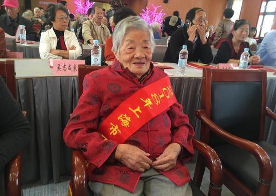 上海百岁老人增至2281人:最高111岁 女性占75%