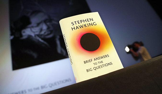 """霍金遗作举行发售 书中表达对""""超人""""担忧"""