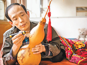 公益人物:葫芦烫画助脱贫
