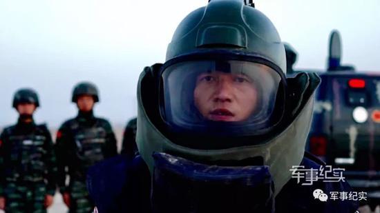 中国武警王牌排爆手单日拆除9枚炸弹创纪录