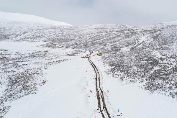 西藏山体滑坡抢险救灾便道修通