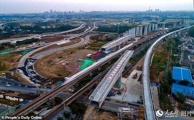 中国最大转体桥成功转体 仅用时73分钟
