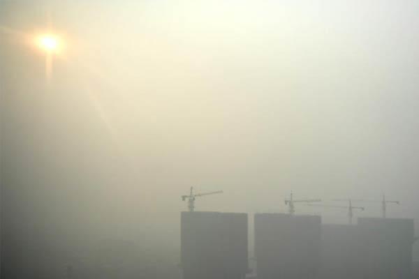 河北多地大雾致高速关闭 部分地区能见度不足500米