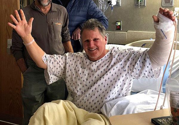 美国一男子狩猎时惨遭灰熊袭击 脸手均被抓伤