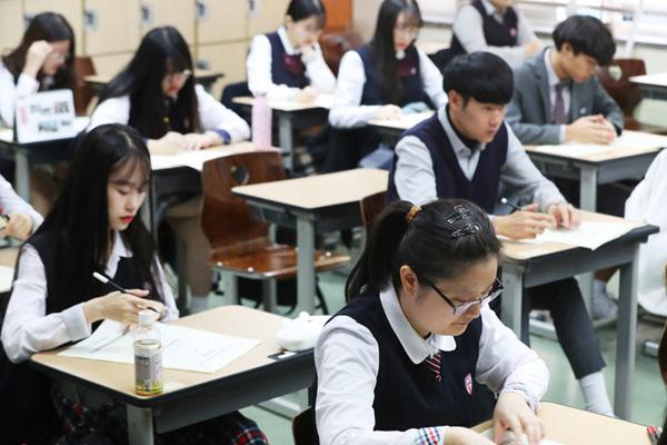 韩国高考倒计时一个月 学生参加最后一次全国模考