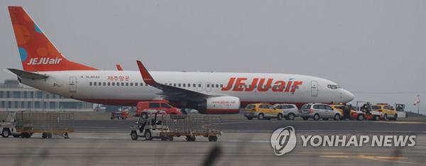 惊险!韩国载189人客机滑行时突然爆胎