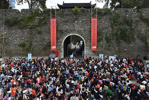 陪孩子上城墙快跑 助力城墙申遗公益活动在宁举行