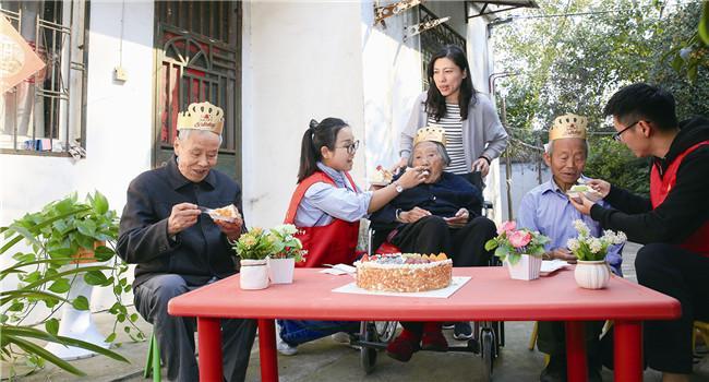 重阳节为老人庆生
