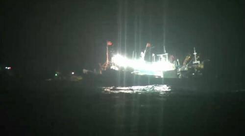 中韩渔船在济州海域相撞 中国渔船船长腹部有擦伤