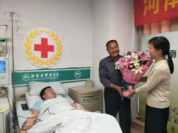 """河南医生捐献""""生命种子"""" 帮助挽救云南女患者生命"""