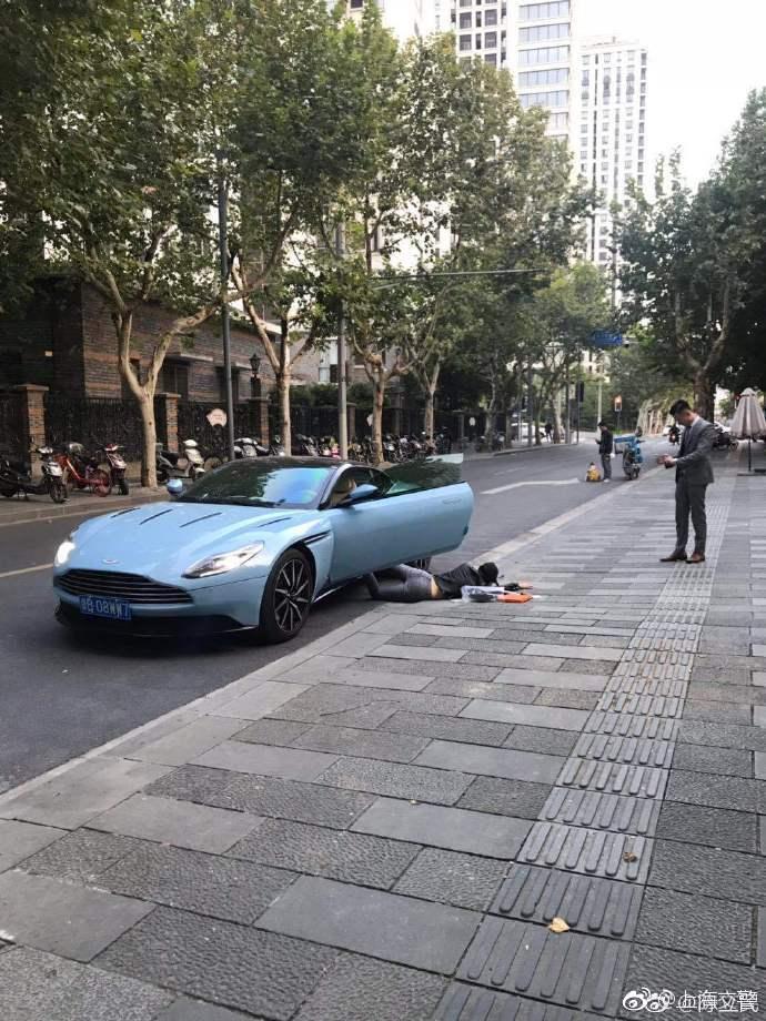 """女子在上海街头晒豪车玩""""扑街挑战"""",因逆行被罚200元"""