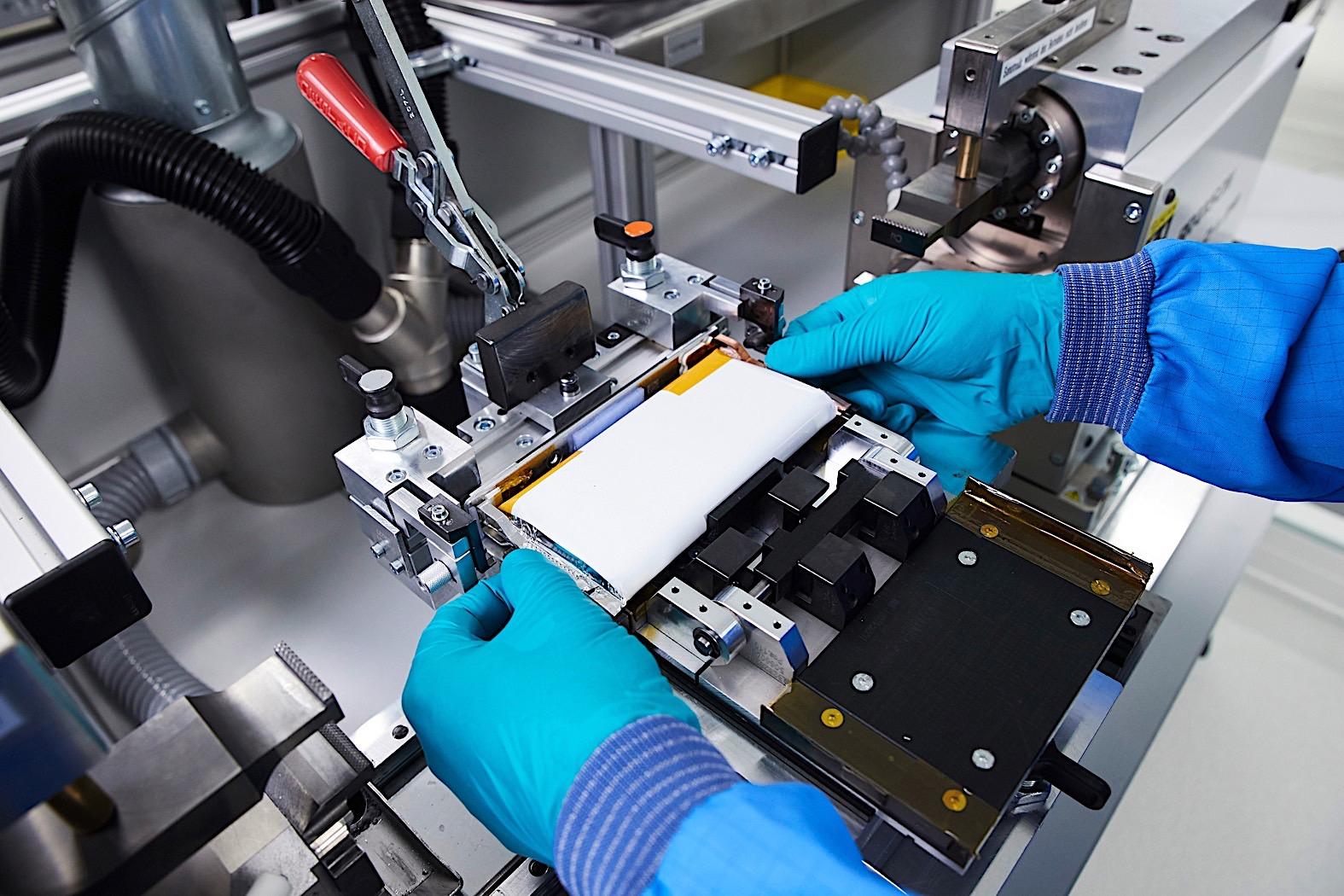 宝马联手Northvolt与优美科 促进车载电池循环利用