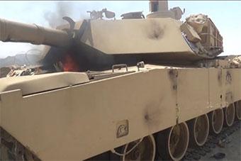 疑似沙特M1A2坦克被武装分子击中后起火被缴获