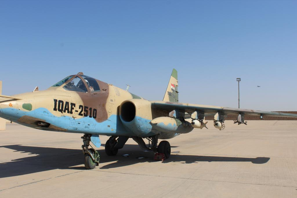 伊拉克空军苏-25攻击机进行高爆炸弹空投试验