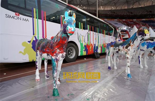 """新丝路""""双冠王""""Tiger Qian与自闭症儿童涂鸦""""梦想"""",开启爱心之旅"""