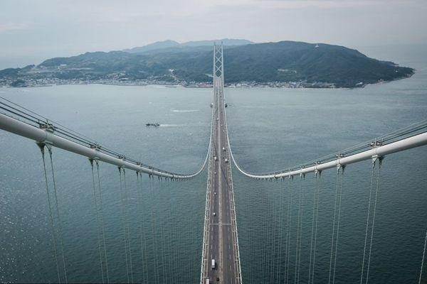 目前世界上最长的吊桥——日本明石海峡大桥