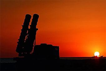 渤海湾畔防空部队用武器织出防空天网