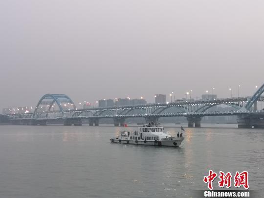 """杭州钱塘江面突现""""漩涡"""":多部门关注 原因正排查"""