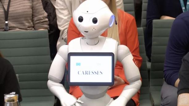 软银Pepper机器人出席英国下议院听证会