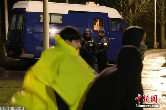 法国宪兵向意大利境内丢弃两名难民 意方表示抗议