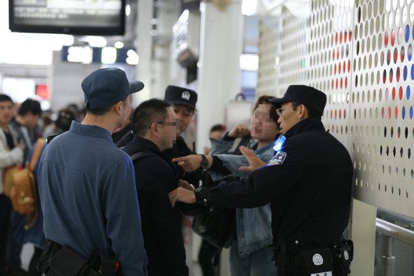 """北京地铁一女子遭男子猥亵 高喊""""抓流氓""""获民警帮助"""